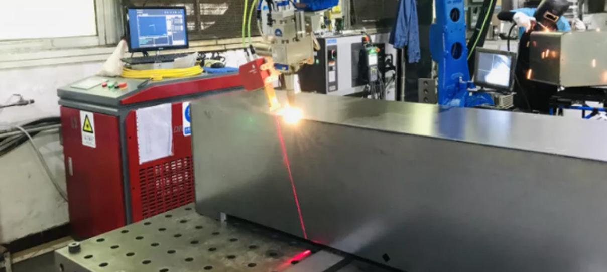 不锈钢薄板智能焊接新方案,英莱激光视觉焊缝跟踪系统显身手!